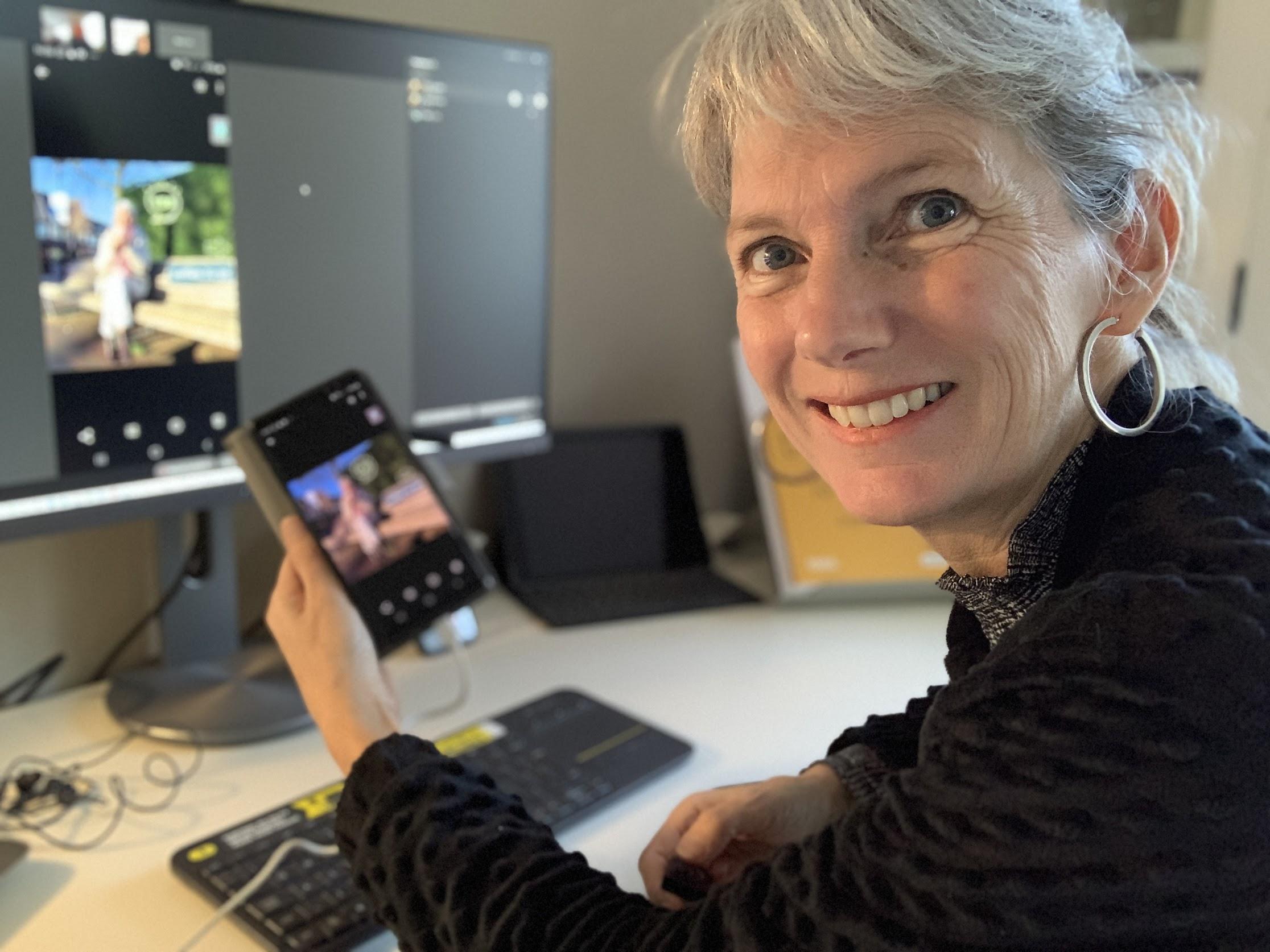 selfie Ellen smartphonescherm delen Cisco Webex
